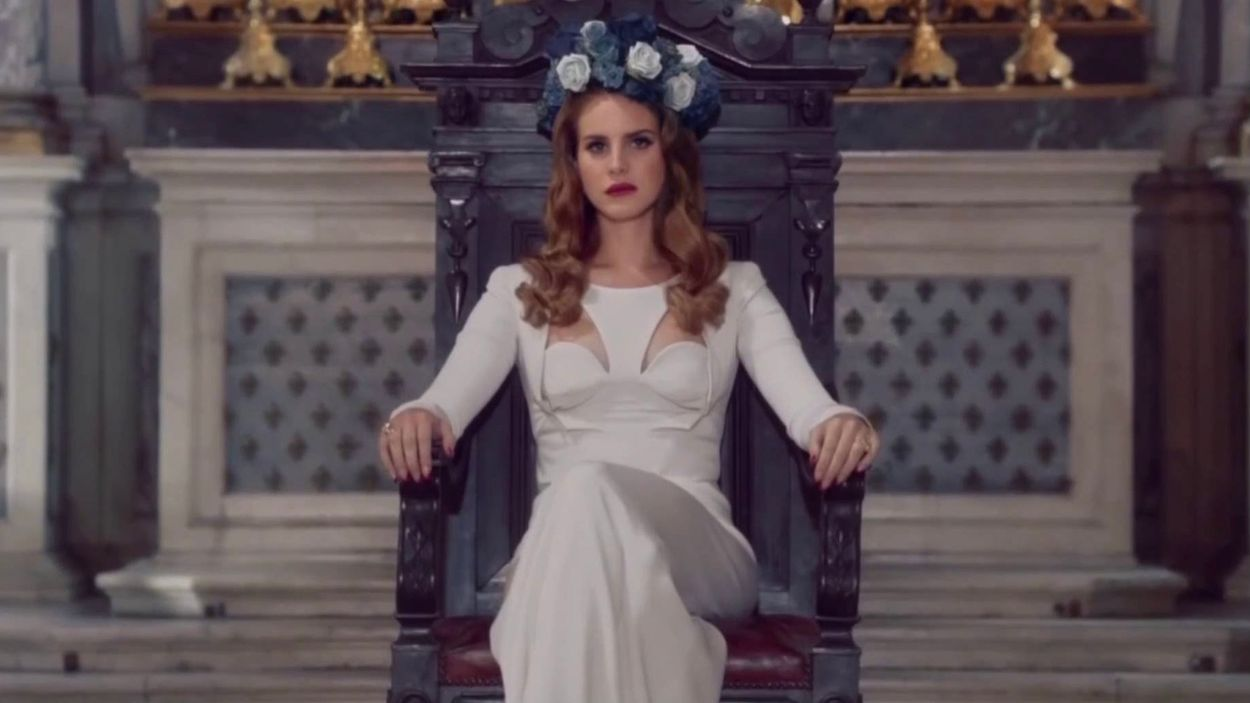 Lana Del Rey and her flower crowns